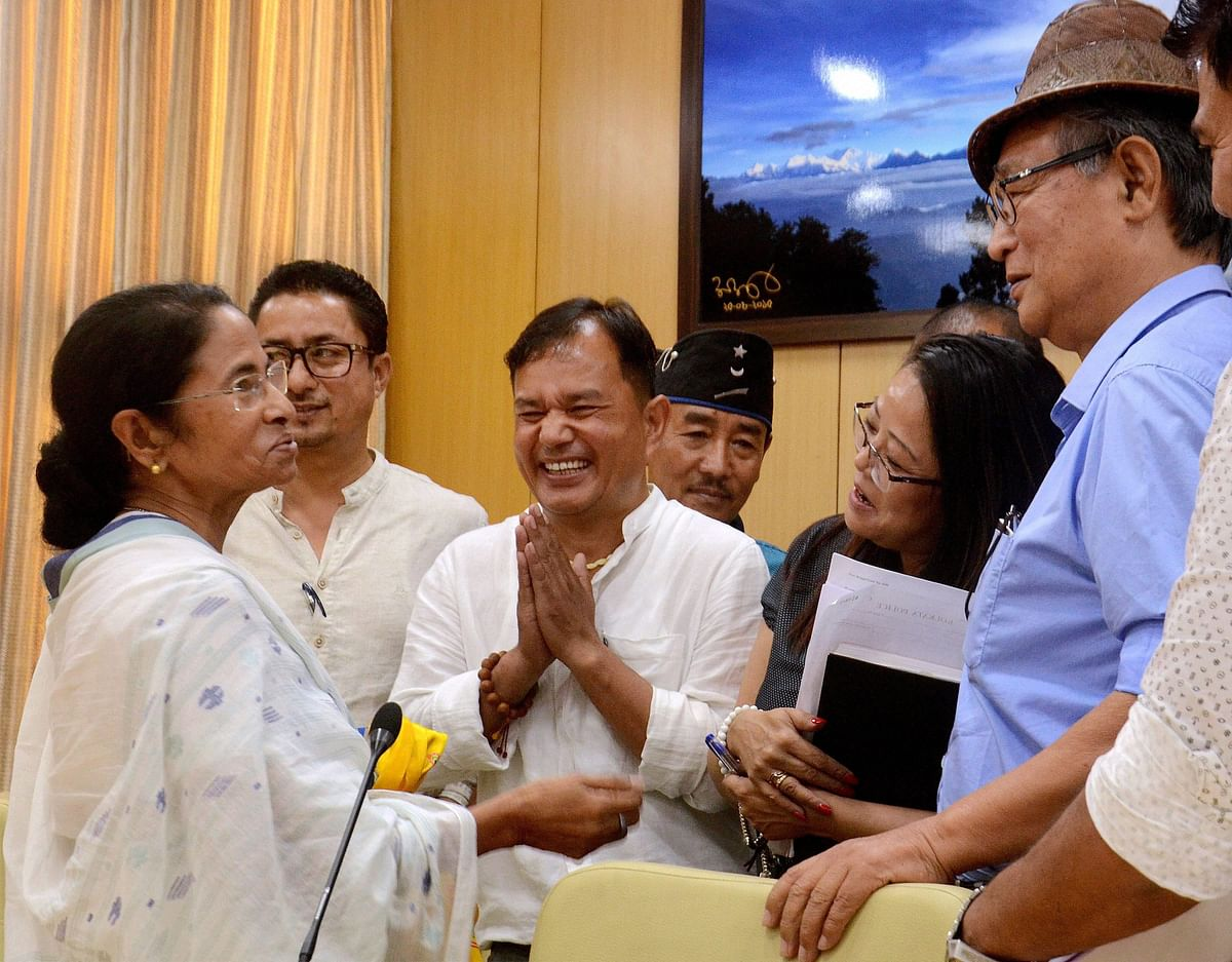 """West Bengal Chief Minister Mamata Banerjee addresses the media after a """"Peace Meeting"""" with various Boards of Darjeeling & state chief secretary. (Photo: PTI)"""
