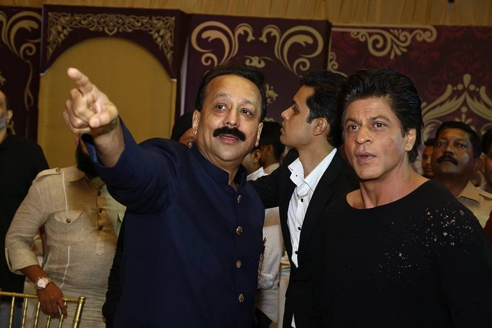 """Baba Siddique with Shah Rukh Khan. (Photo courtesy: <a href=""""https://www.facebook.com/BabaSiddique/photos/a.1055368967888758.1073742109.441249902634004/1060006937424961/?type=3&amp;theater"""">Facebook/ babasiddique</a>)"""