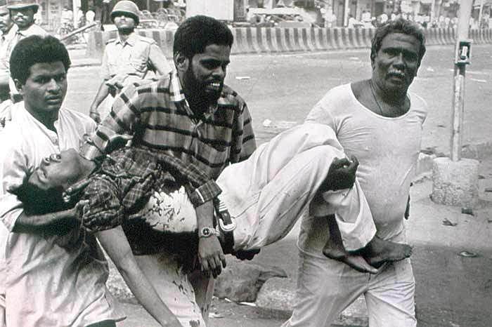 Men helping an injured victim. (Photo courtesy: Twitter)