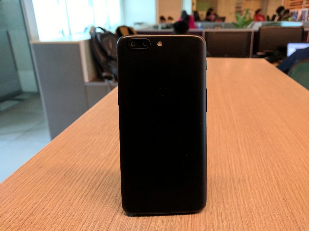 That design looks familiar, but OnePlus 5 scores high with its sleekness.