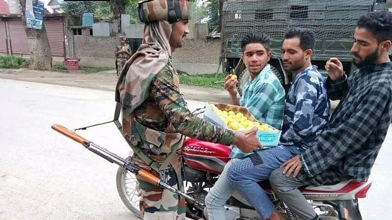 Army personnel turned good Samaritans by distributing sweets to the locals, on the occasion of Eid.