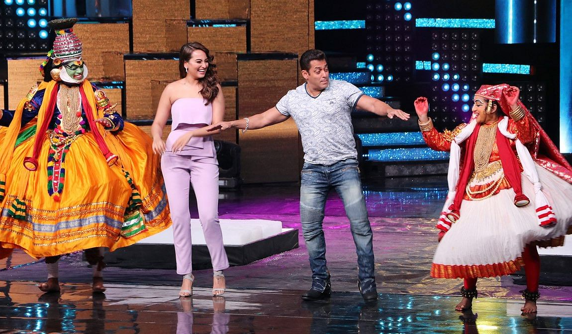 Salman and Sonakshi seem to be having a blast. (Photo: Yogen Shah)