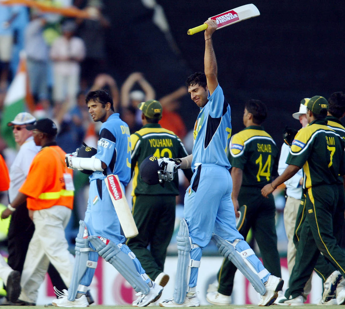 Rahul Dravid and Yuvraj Singh celebrate the team's 6-wicket victory. (Photo: Reuters)