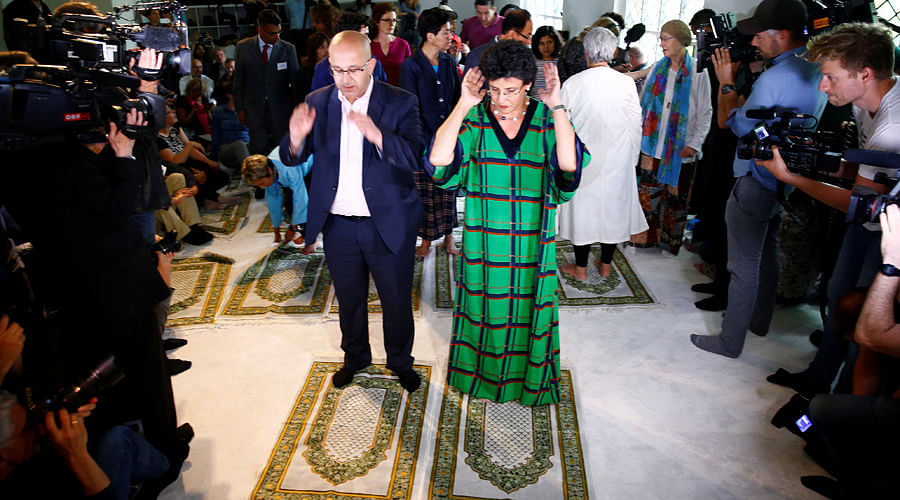 Men and women pray together at the new liberal Ibn-Rushd-Goethe-Mosque in Berlin, Germany. (Photo: Hannibal Hanschke /Reuters)