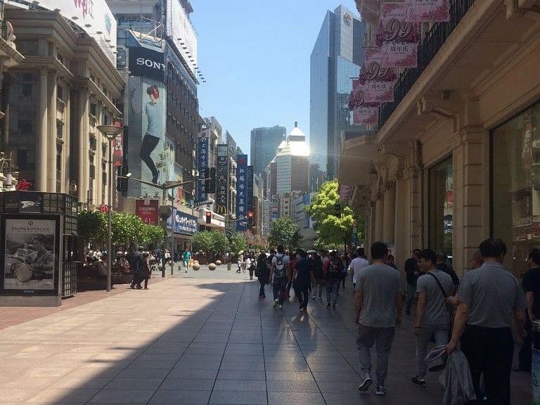 Nanjing Road in Old City Shanghai. (Photo: Siddhartha Srivastava/ <b>The Quint</b>)