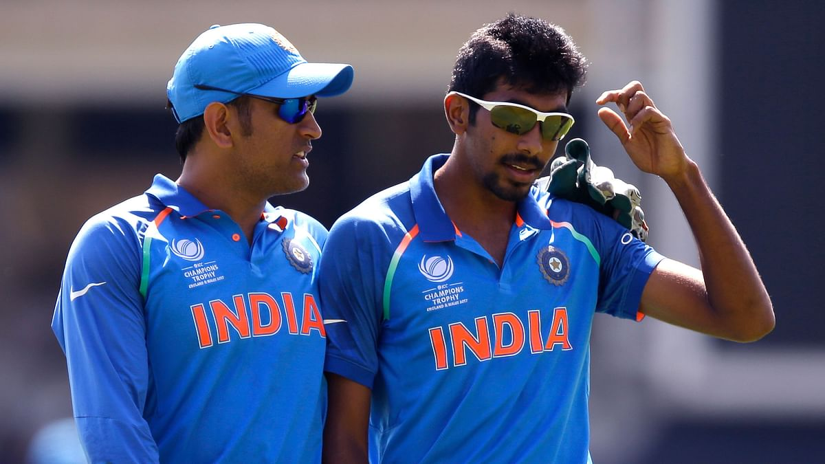MS Dhoni has a chat with Jasprit Bumrah during the Champions Trophy final. (Photo: AP)