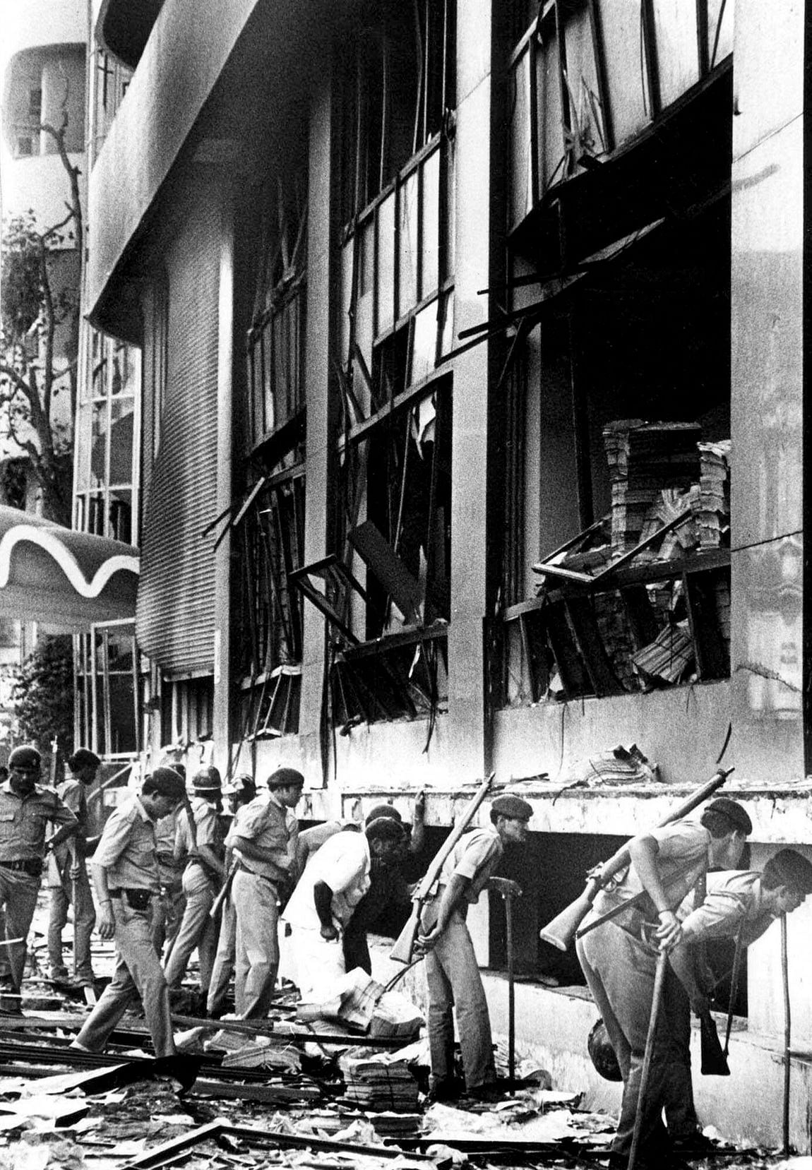 Paramilitary officers search for survivors at the Bombay Stock Exchange after the first blast. (Photo: AP)<a></a>