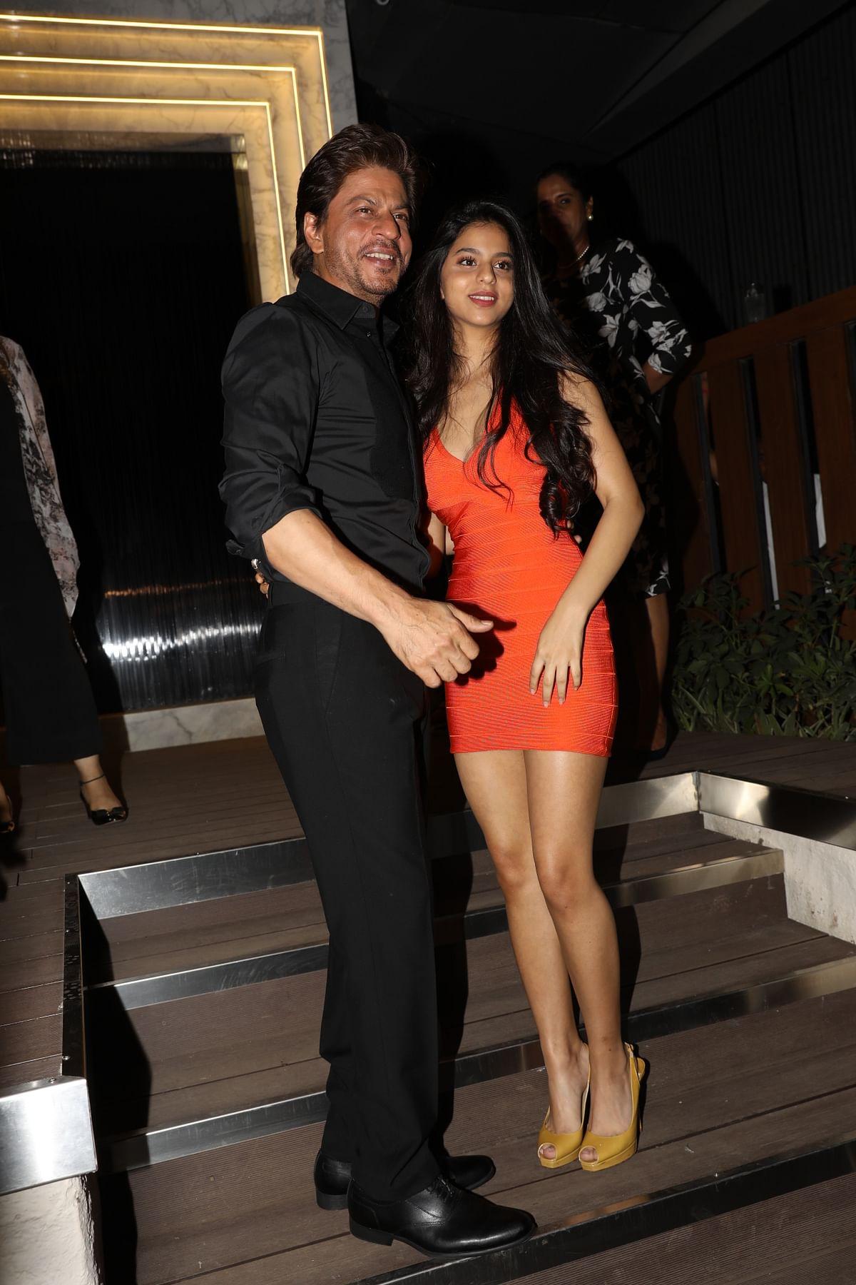 Shah Rukh Khan and Suhana pose for photographers. (Photo: Yogen Shah)