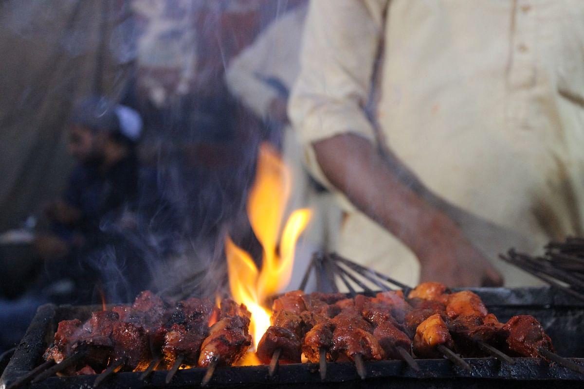 In Photos: Bidding Farewell to Ramzan With Iftar on Juma-tul-Wida