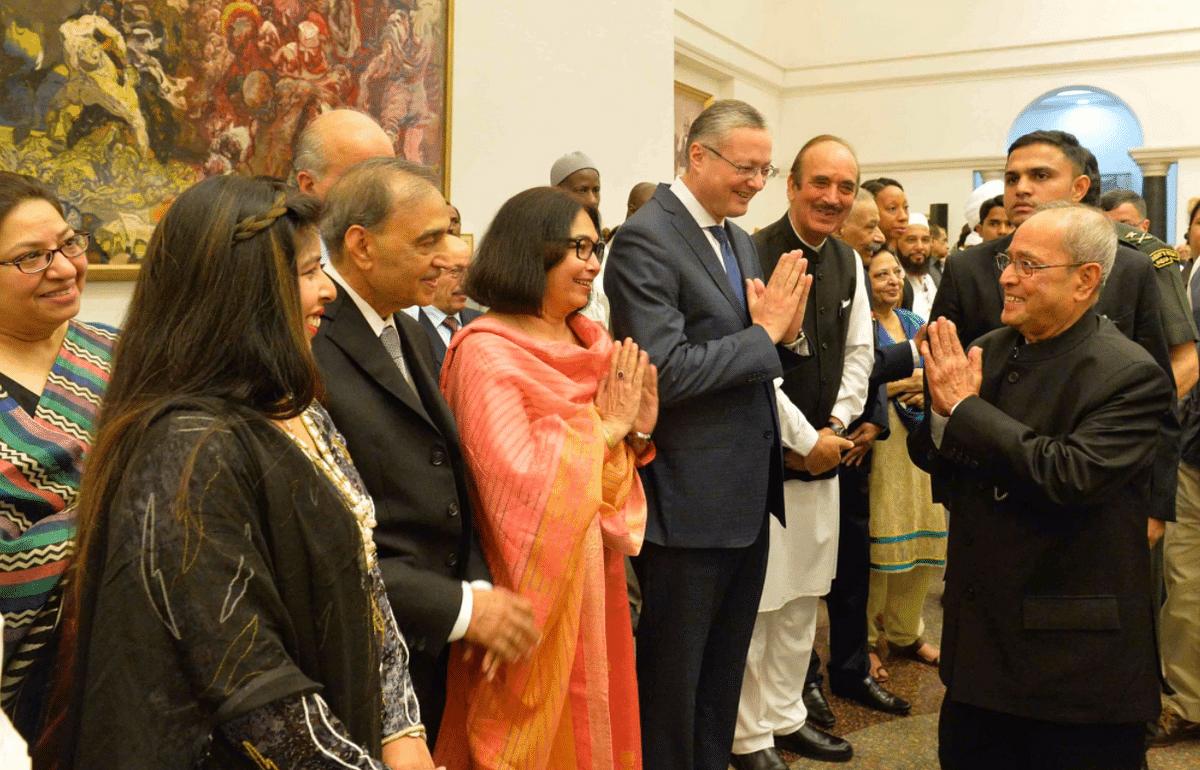 President Pranab Mukherjee greets guests at Rashtrapati Bhavan.
