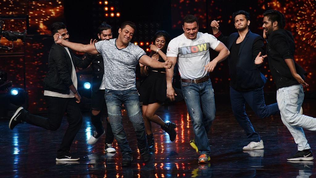 Salman and Sohail Khan dance away on the <i>Nach Baliye</i> stage. (Photo: Yogen Shah)
