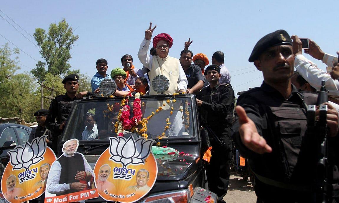 Lal Krishna Advani campaigning for Narendra Modi. (Photo: PTI)