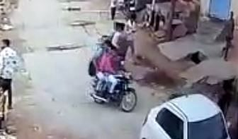 According to police, the person wearing the blue shirt on the bike is the one who stabbed Junaid.