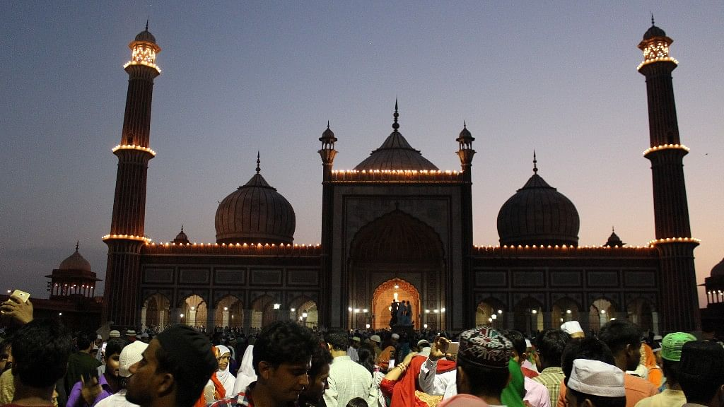 Evening scene at Jama Masjid.