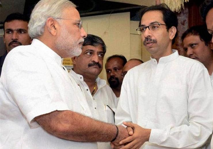 "Prime Minister Narendra Modi and Uddhav Thackeray shake hands. (Photo courtesy: <a href=""https://twitter.com/KirtanChauhan/status/851485233278926848"">Twitter/Kirtan Chauhan</a>)"