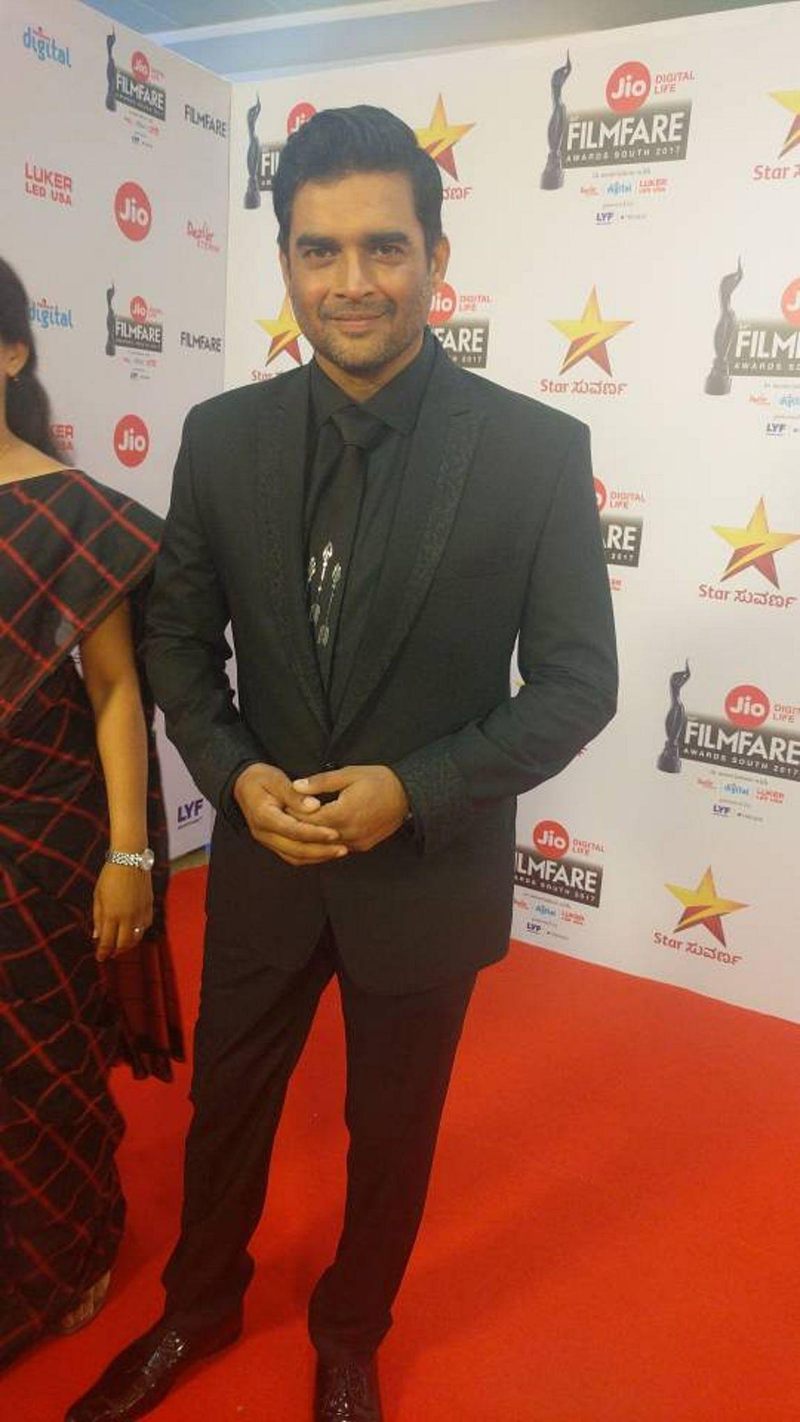 """Madhavan walks the red carpet in style. (Photo courtesy: <a href=""""https://twitter.com/ActorMadhavan"""">Twitter/ actormadhavan</a>) &nbsp;"""