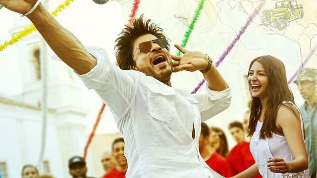 SRK with Anushka. (Photo courtesy: Twitter/RedChillies)