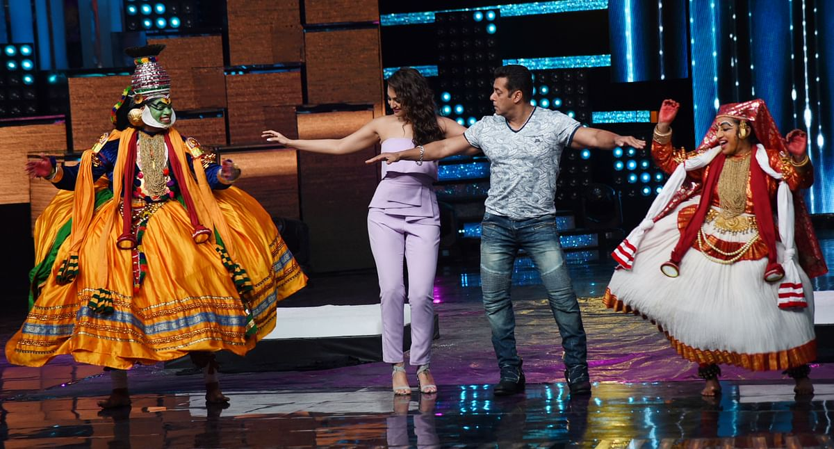 The <i>Dabangg </i>stars learn some classical moves. (Photo: Yogen Shah)