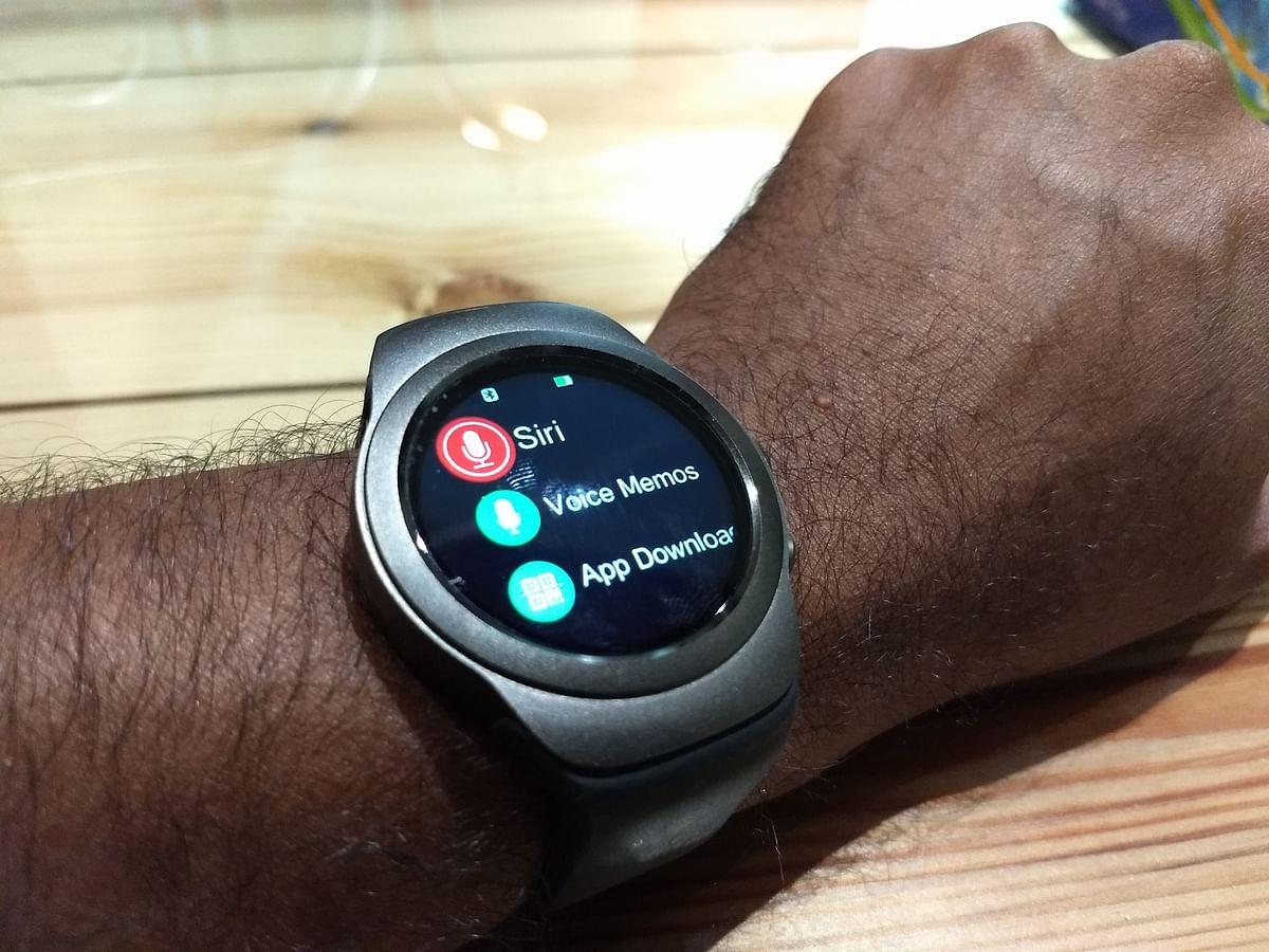 The smartwatch supports voice commands. (Photo: <b>The Quint</b>)