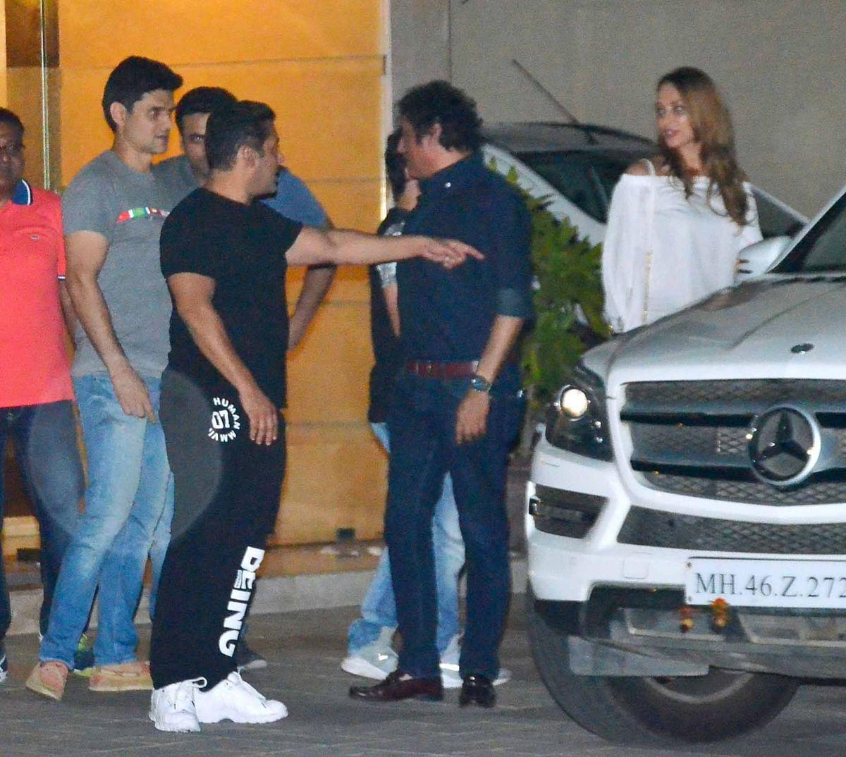 Salman Khan points Iulia Vantur to the car. (Photo: Yogen Shah)