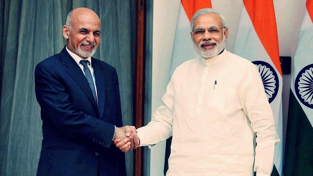 Afghan President Ashraf Ghani (L) and Indian Prime Minister Narendra Modi (R).
