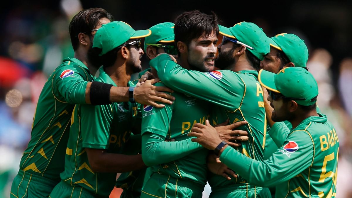 Mohammad Amir celebrates a wicket with his teammates. (Photo: AP)