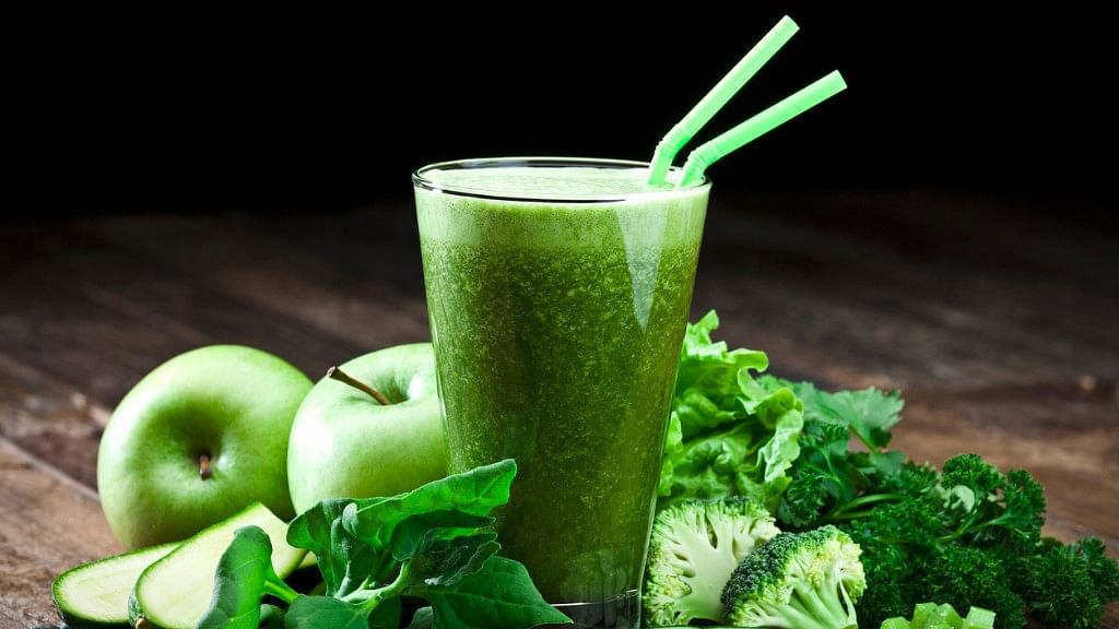 Spinach mixed with healthy ingredients such as kale and cilantro improves metabolism. (Photo: iStock)