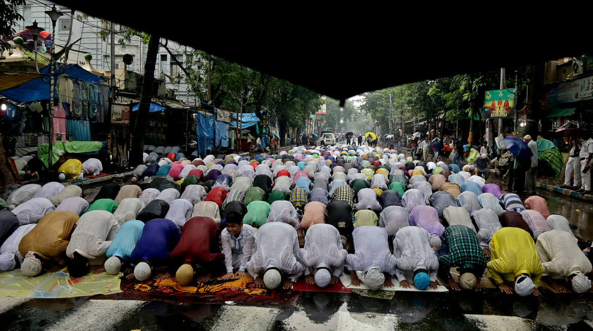 Muslims offering Namaz during the month of Ramzan.