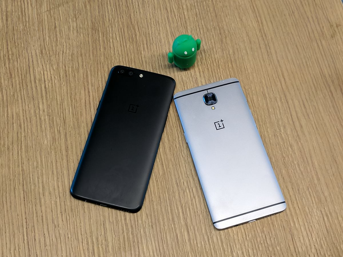 OnePlus 5 (left) and OnePlus 3 (right) compared for design.