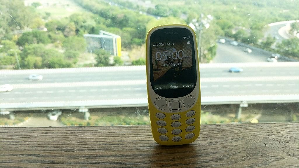 Nokia 3310 is a feature that battles in the smartphone era.