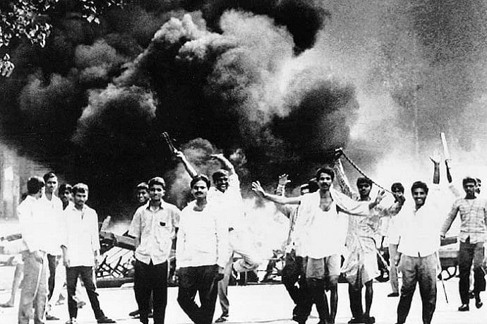 "Shiv Sena mobs during the Bombay Riots of 1992-93. (Photo courtesy: <a href=""http://allegralaboratory.net//wp-content/uploads/2014/11/bombay_riots_20111017.jpg"">Allegra Labs)</a>&nbsp;"