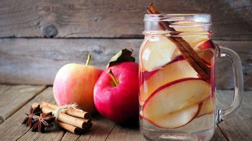 Apple cinnamon water reportedly improves metabolism. (Photo: iStock)