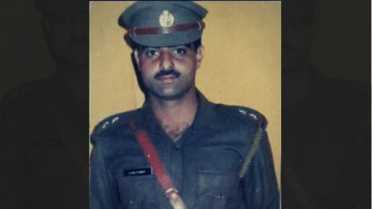 Deputy superintendent of police Mohammed Ayub Pandith who was killed by a mob on Friday. (Photo: Altered by <b>The Quint</b>)