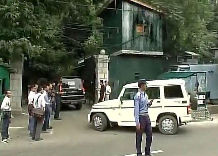 Ram Nath Kovind reaches Mufti's residence in Srinagar.