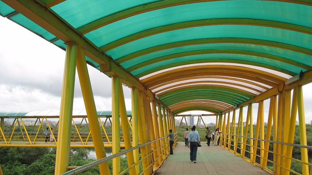 Part of Bandra skywalk to be pulled down. (Photo Courtesy: Wikimedia commons)