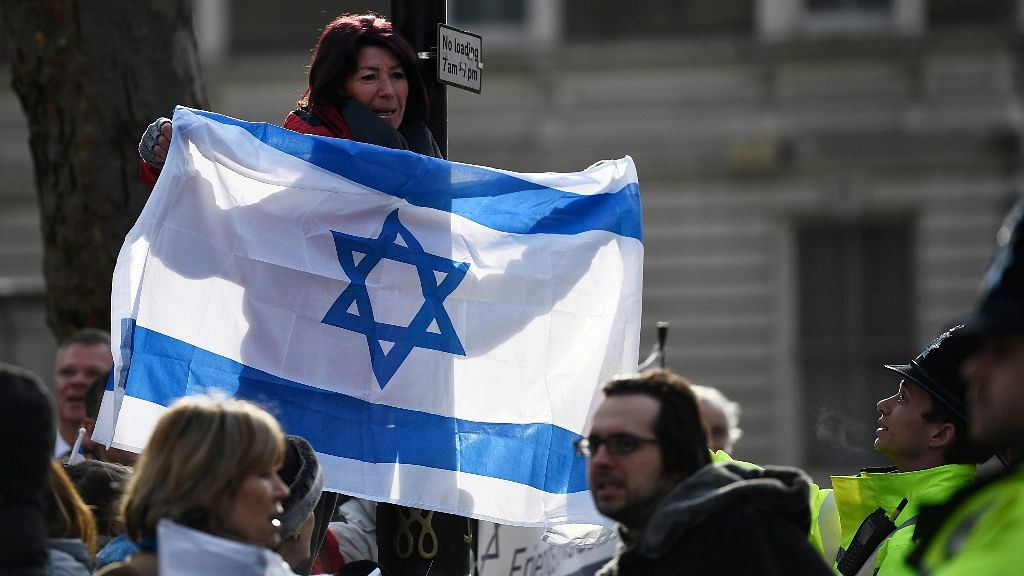 A supporter of Israel Prime Minister Benjamin Netanyahu holds a flag in London. (Photo: Reuters)