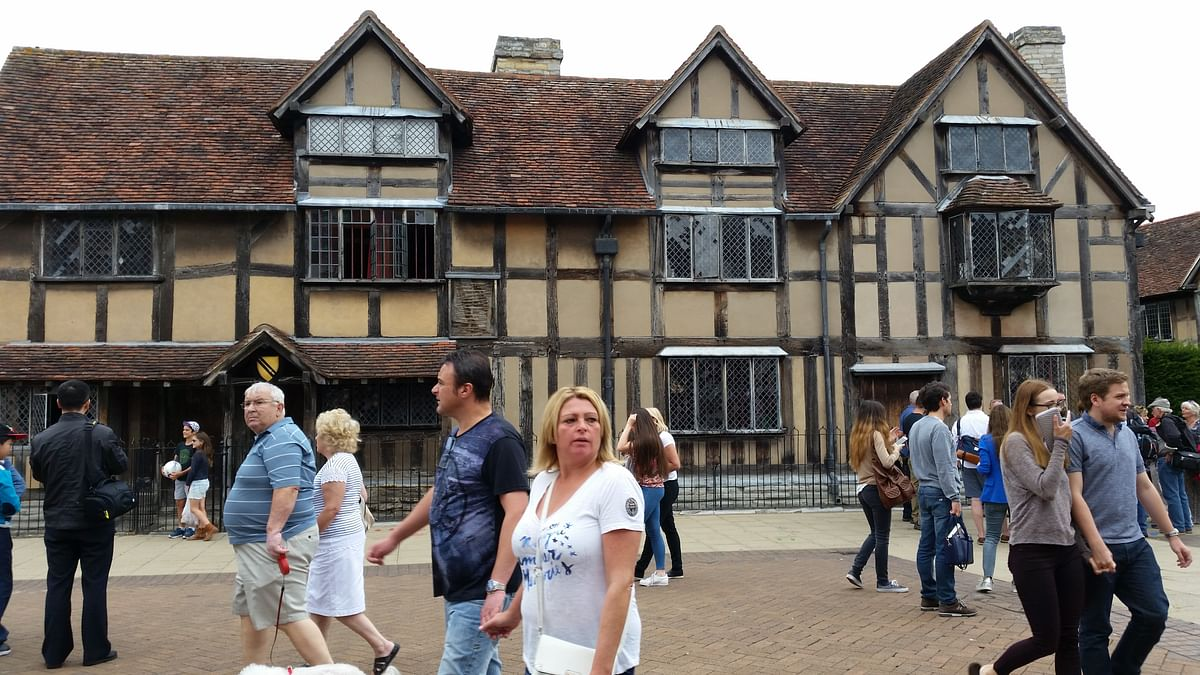 As you step inside the house, the old interior (kept as it was during the time of Shakespeare) fascinates the visitor.