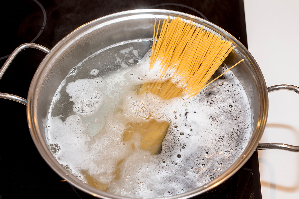 Another common mistake pasta amateurs make is cramming too much pasta in too little water.