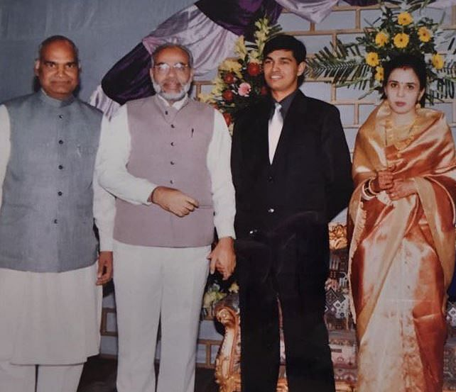 A photograph from 20 years ago of Modi and Kovind.