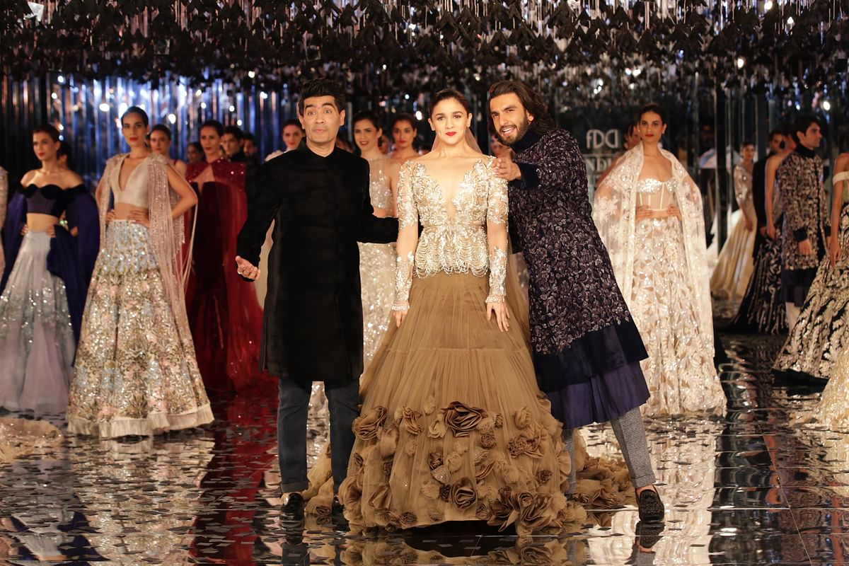 Ranveer to Alia: There's the camera. Manish: Who knew?!