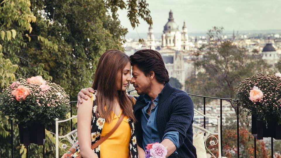 SRK and Anushka Sharma in <i>Jab Harry Met Sejal</i>.&nbsp;