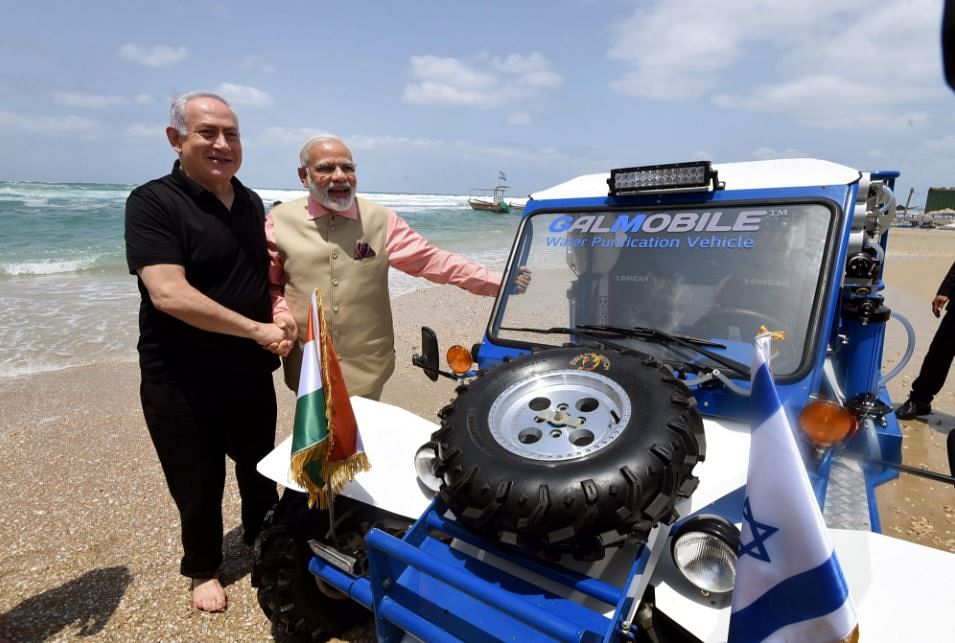 Modi with New Bae Netanyahu at the Beach Has Twitter Serenading