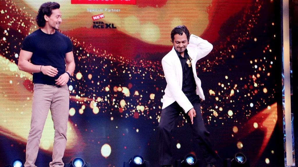 Tiger Shroff and Nawazuddin Siddiqui dance on stage.