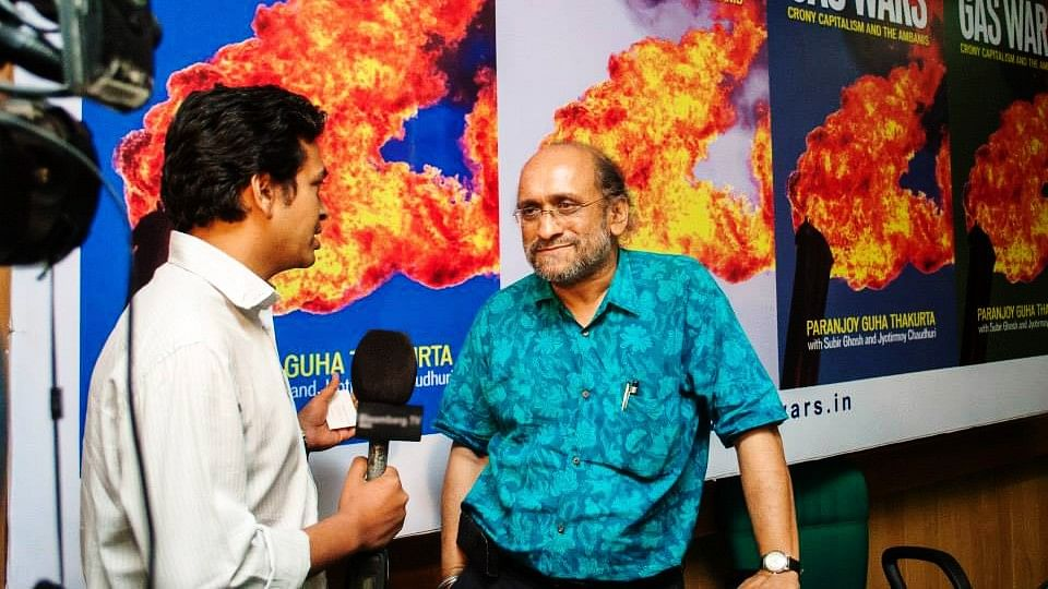 Paranjoy Guha Thakurta (R) has stepped down from his position as the Economic and Political Weekly's editor.