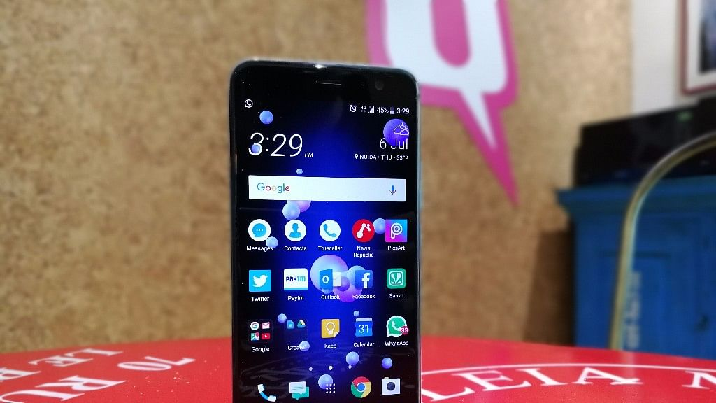 The HTC U11 comes with a 5.5-inch quad-hd display.