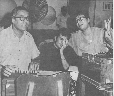 Rajesh Khanna with RD Burman at the recording of <i>'Jis Gali Mein Tera Ghar...' </i>from <i>Kati Patang.</i>