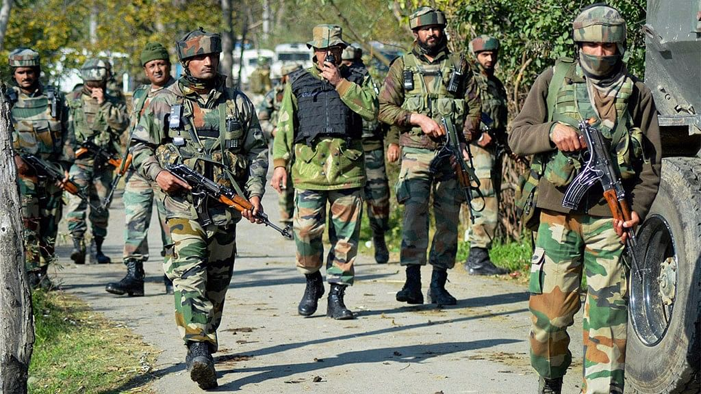 QWrap: Militants Kill 2 Soldiers in J&K; India at 344/3 Against SL