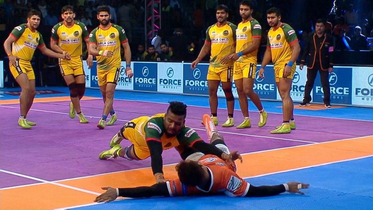 Puneri Paltan led 25-13 at the end of the first half.