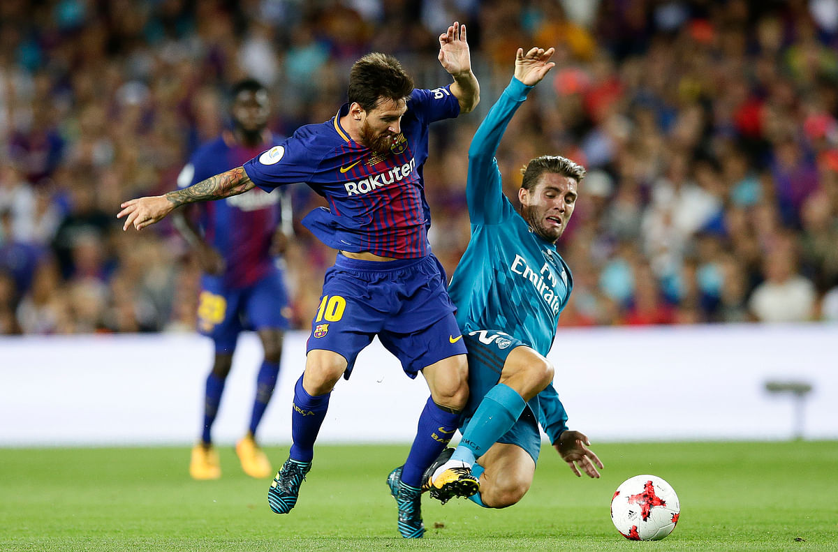Lionel Messi fights for the ball against Mateo Kovacic.