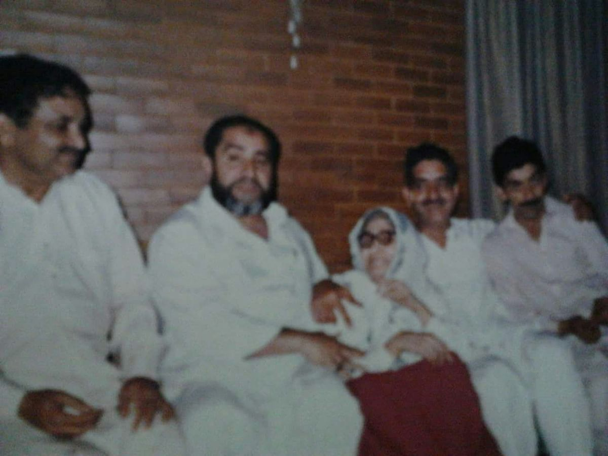 The four Khawaja brothers sitting with their mother. Sitting on the extreme left is Khawaja Riaz, and next to him is Khawaja Mushtaque.
